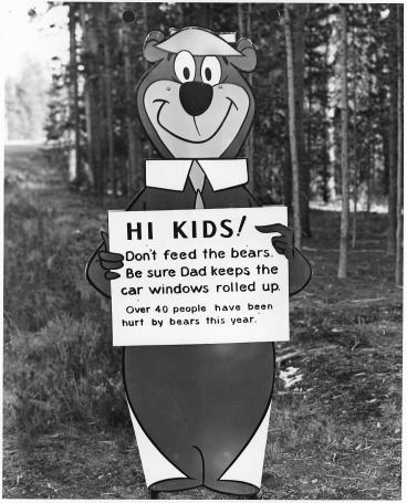 Yogi_Bear_don't_feed_the_bears