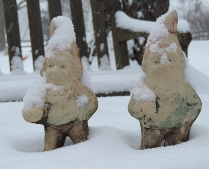 gnome knees 330 pm